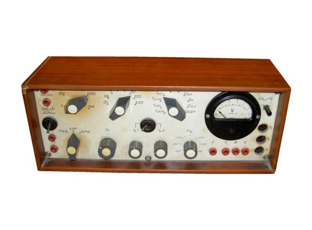 Měřič tranzistorů